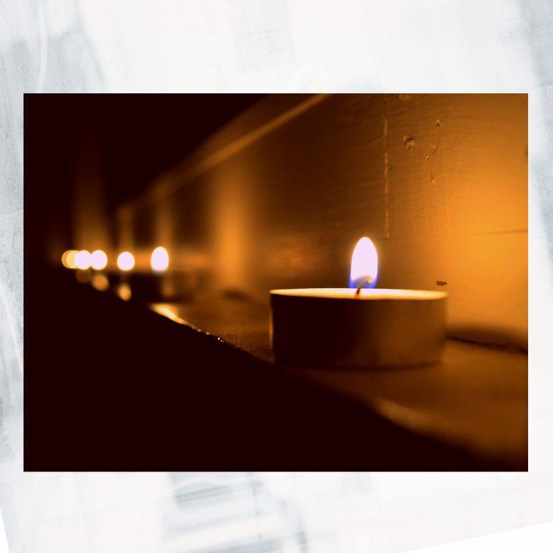 JA01-EX-L- Candel lit